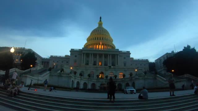 vídeos de stock e filmes b-roll de us capitol building hyperlapse - congresso dos estados unidos