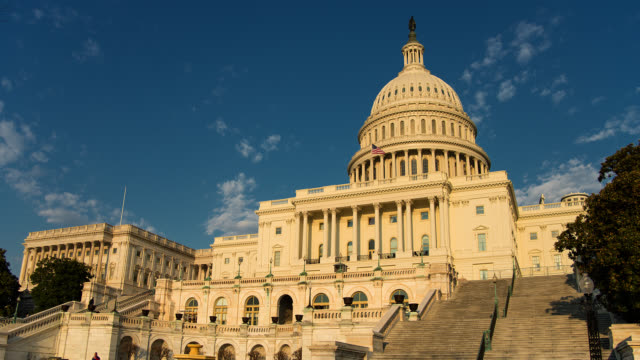 stockvideo's en b-roll-footage met t/l capitol building in washington dc transition from day to night - politiek