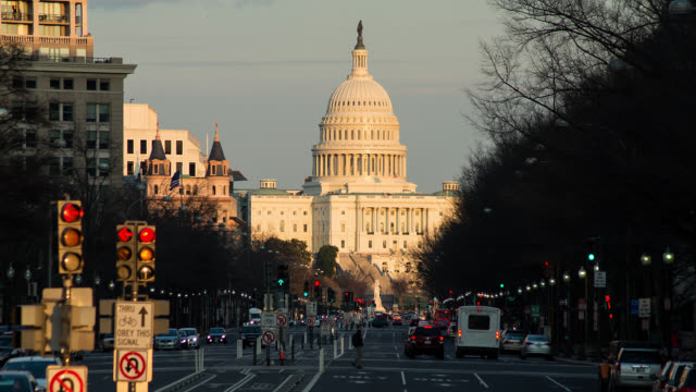 t/l zo capitol building in washington dc transition from day to night - washington dc stock videos & royalty-free footage