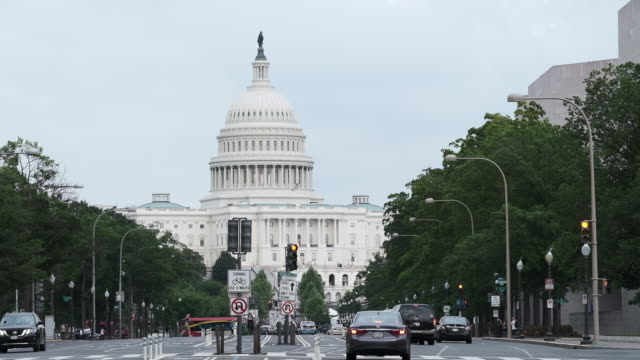 us capitol building in washington dc us on tuesday may 29 2018 - kuppeldach oder kuppel stock-videos und b-roll-filmmaterial