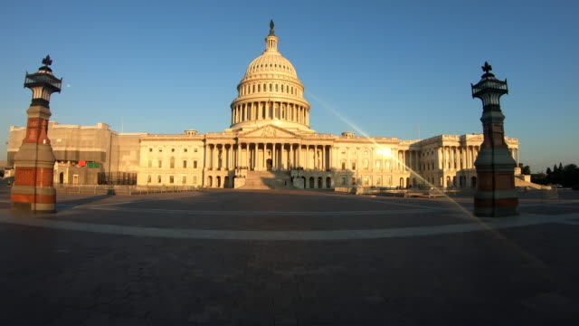 us capitol building morning - kuppeldach oder kuppel stock-videos und b-roll-filmmaterial