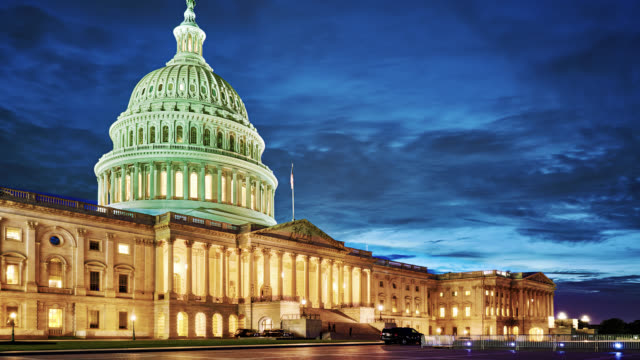 u.s. capitol building, night - kuppeldach oder kuppel stock-videos und b-roll-filmmaterial