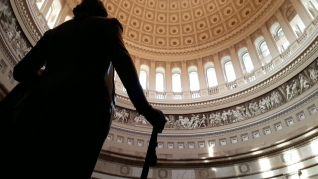 us kapitol rundbau und george washington in washington, dc - 4k/uhd - george washington stock-videos und b-roll-filmmaterial