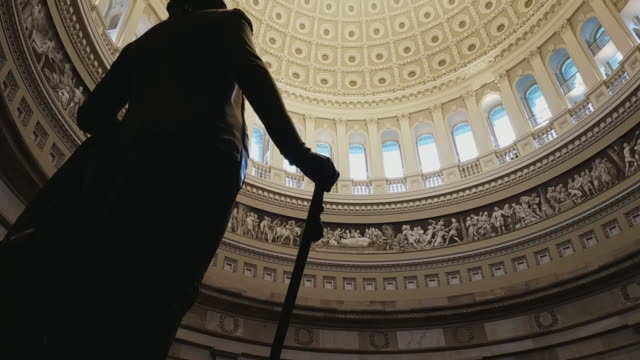 vídeos de stock e filmes b-roll de u.s. capitol building rotunda george washington in washington, dc - 4k/uhd - george washington