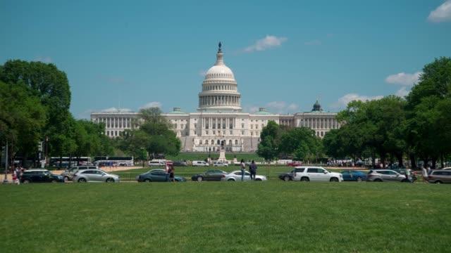 vídeos de stock, filmes e b-roll de lapso de tempo de edifício do capitólio dos estados unidos - capitólio capitol hill