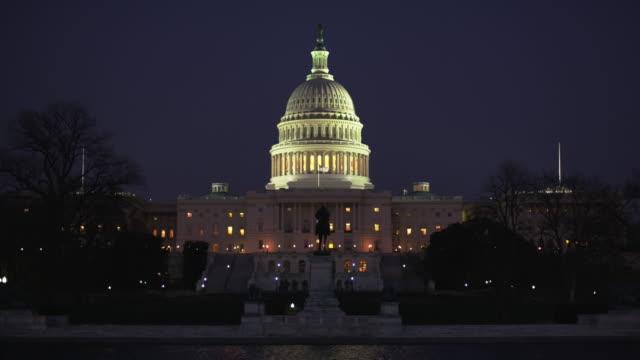 vídeos de stock e filmes b-roll de capitol building washington dc at night - plano de ambientação