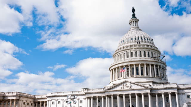 stockvideo's en b-roll-footage met us capitol / congress and clouds time-lapse - senaat verenigde staten