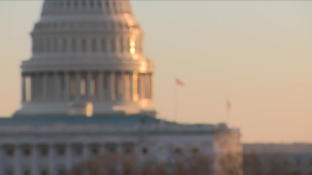 stockvideo's en b-roll-footage met capitol hill at dusk - senaat verenigde staten