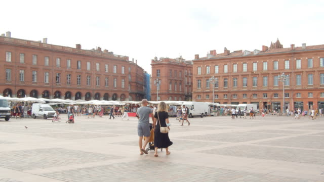 capitole de toulouse square. people wearing masks during covid pandemic. august 2020 - toulouse stock videos & royalty-free footage