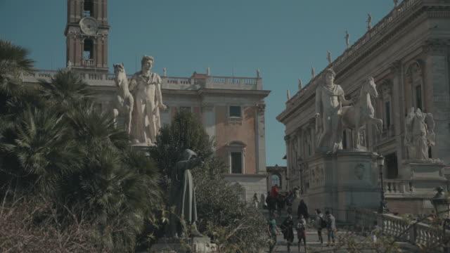 カピトリーニヒルローマで。4 k 画質の動画 - ラツィオ州点の映像素材/bロール