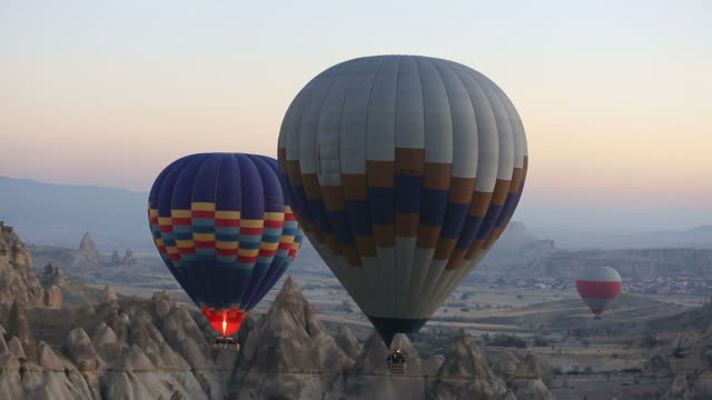 cappadocia balloons - turchia video stock e b–roll