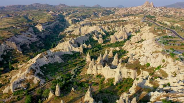 vídeos de stock, filmes e b-roll de cappadocia city scenery / cappadocia, turkey - capadócia