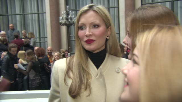 caprice bourret at julien macdonald a/w 2015 at foreign & commonwealth office, king charles street, london, sw1a on february 21, 2015 in london,... - caprice bourret video stock e b–roll