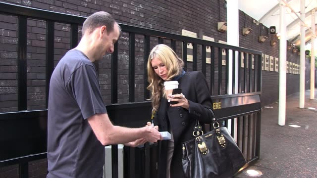 caprice bourret leaves daybreak studios on the south bank. sighted: caprice bourret at itv studios on september 30, 2011 in london, england - caprice bourret video stock e b–roll