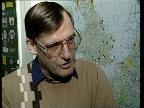 "vídeos de stock e filmes b-roll de plymouth:; england: plymouth: tms rescue coordinating office tms two men checking map cms squadron ldr mike norris intvw sof: ""we've bought the --... - coordenação"