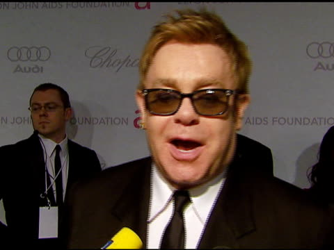 stockvideo's en b-roll-footage met elton john 2007 oscar party: los angeles, ca: 2/25/07 in hollywood, california on february 25, 2007. - oscar party