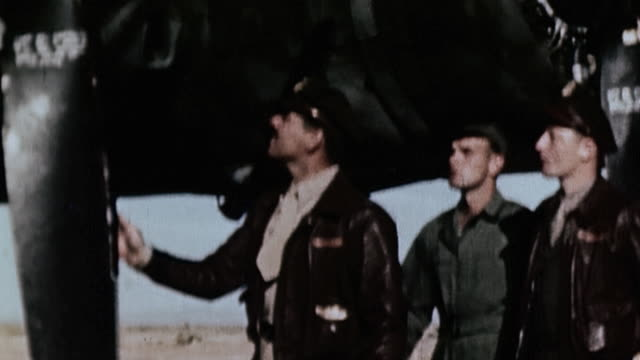 ts captain clark gable and usaaf crew chief and flight engineer inspecting the propellers of parked b17 / polebrook england united kingdom - 1943年点の映像素材/bロール