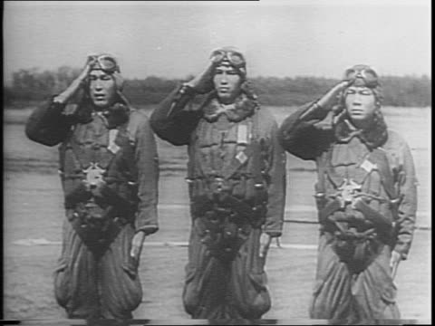 vídeos de stock, filmes e b-roll de captured japanese newsreels / japanese tanks on field soldiers standing at attention / soldiers with rifles sailor type / japanese cadets jog in... - guerra do pacífico
