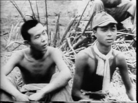 vidéos et rushes de captured japanese tractors pave a henderson airfield at guadalcanal planes passing by camera / shots of japanese prisoners seated on ground /... - prisonnier de guerre