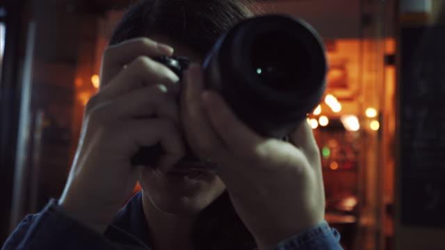 都市の旅行の瞬間をキャプチャします。 - デジタル一眼レフカメラ点の映像素材/bロール