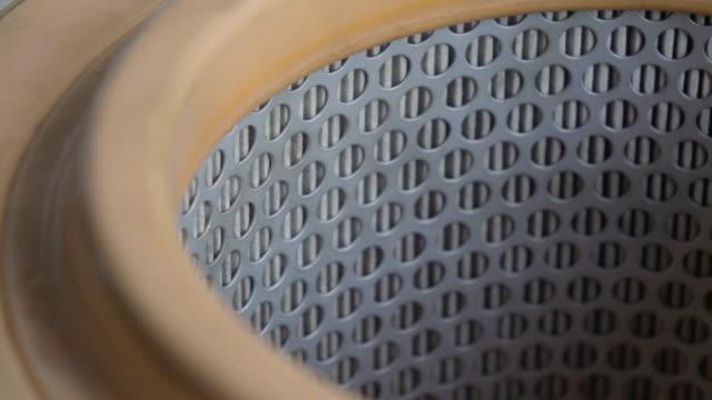 車の空気フィルター 1 つのストック映像で 4 つのクリップ。 - 交代点の映像素材/bロール