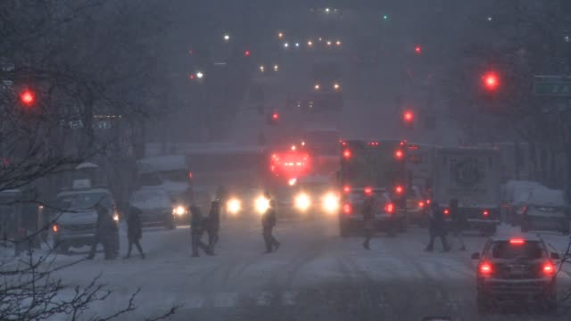 Car and vehicular traffic struggle through the snowstorm on 2nd Avenue in Midtown / Snow falls heavy as commuters try to get home as night falls / An...