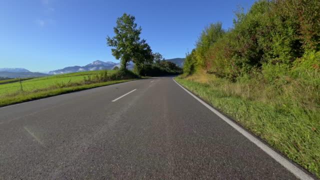 auto pov: bayerische landstraße im herbst - land stock-videos und b-roll-filmmaterial
