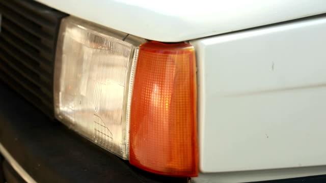 auto blinzeln scheinwerfer - stoppen stock-videos und b-roll-filmmaterial