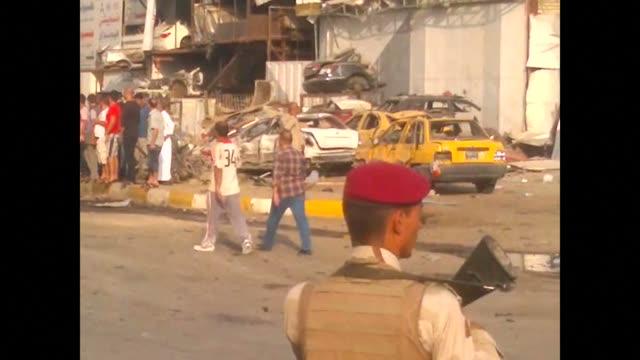 vídeos y material grabado en eventos de stock de car bomb blasts including a suicide attack in two shiite neighbourhoods of baghdad killed at least 16 people thursday - jueves