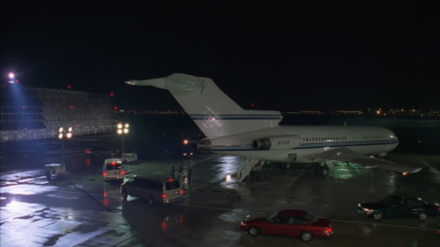 ws, cs, car convoy pulling up on airport tarmac, prisoners boarding aircraft, chicago, illinois, usa  - tarmac stock videos & royalty-free footage