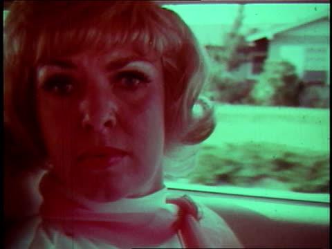 vidéos et rushes de 1968 montage car crashing into another - accident bénin