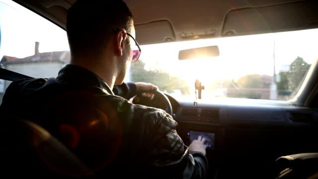 車のドライブ - レザージャケット点の映像素材/bロール