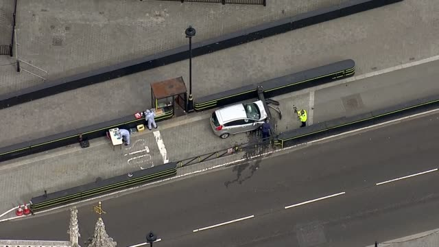 Car driven into barriers outside Houses of Parliament ENGLAND London Westminster Forensic officers and police officers near car crashed into barrier...