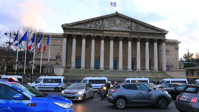 car drivers at rush hour, french parliament in the background on march 6, 2020 in paris, france. - parliament building stock videos & royalty-free footage
