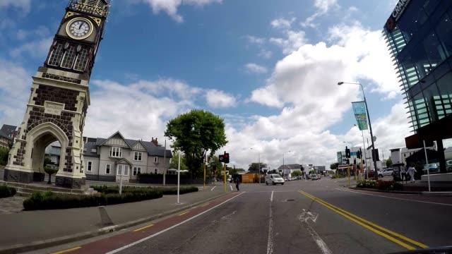 auto fährt entlang christchurch road, neuseeland - christchurch stock-videos und b-roll-filmmaterial