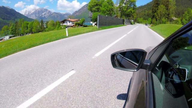 : Autofahren POV neben See Achensee, Österreich