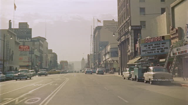 stockvideo's en b-roll-footage met 1956 pov car driving and turning corner onto hollywood avenue / los angeles, united states - hollywood california