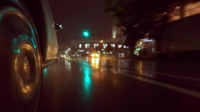 stockvideo's en b-roll-footage met auto rijden op regenachtige dag -4 k- - vlak naast