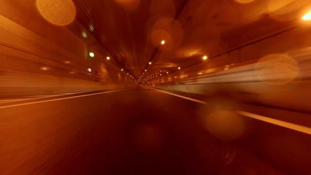 Auto fahren in regnerischen Nacht - 4 k-Stadt