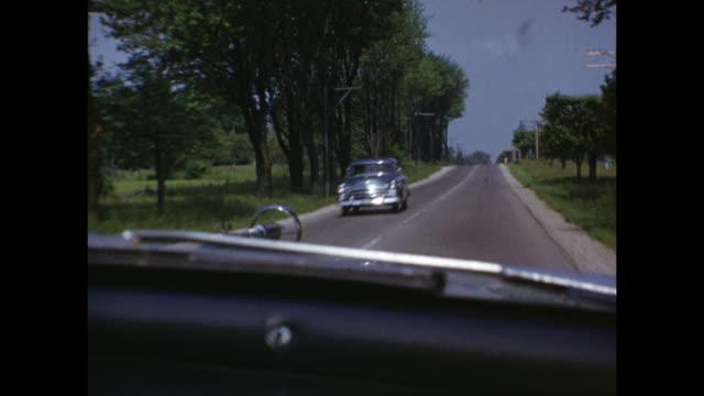 vidéos et rushes de 1952 montage pov car driving down country road / grand bend, ontario, canada - intérieur de véhicule