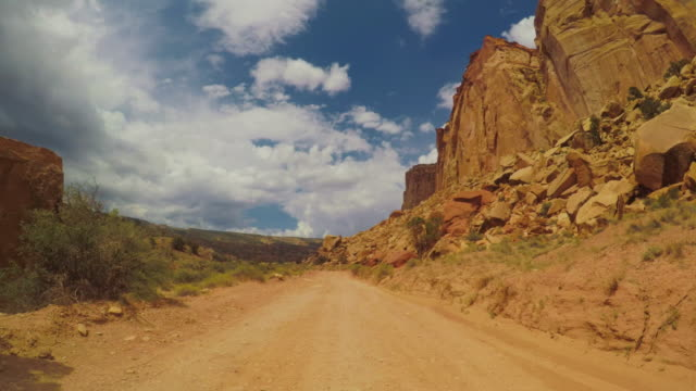 pov car driving in the canyon of usa - strada in terra battuta video stock e b–roll