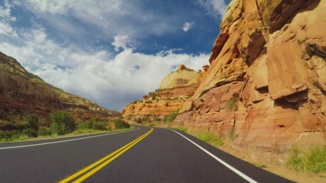 vídeos de stock e filmes b-roll de pov car driving in the scenic byway 12 of usa - vale