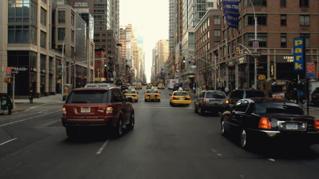 stockvideo's en b-roll-footage met car pov driving north on sixth avenue in chelsea from 23rd to 27th street / new york city - sports utility vehicle