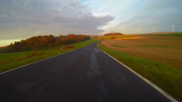 car driving on country road - ländliche straße stock-videos und b-roll-filmmaterial