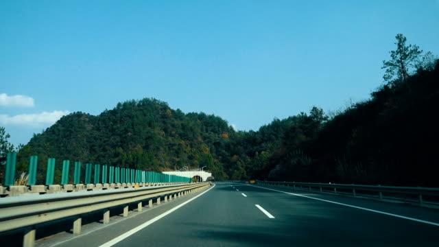 vídeos y material grabado en eventos de stock de coche en carretera - autopista