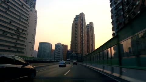vídeos y material grabado en eventos de stock de car driving on highway,shanghai,china - vehículo terrestre