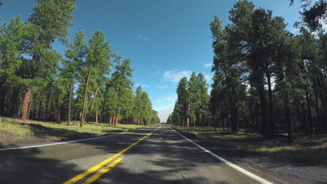 vidéos et rushes de voiture de pov conduisant sur la route 66 traversant les etats-unis - route 66
