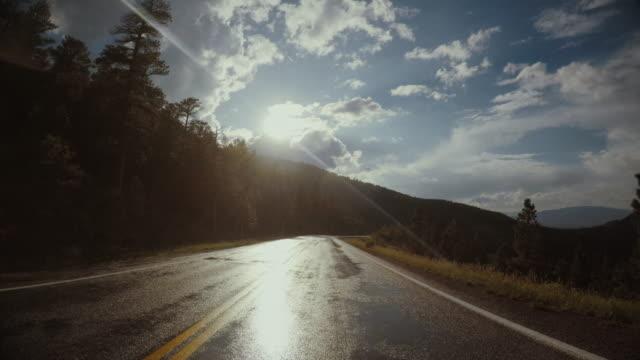 vídeos de stock e filmes b-roll de pov car driving on the route 66 crossing the usa - paisagem árida