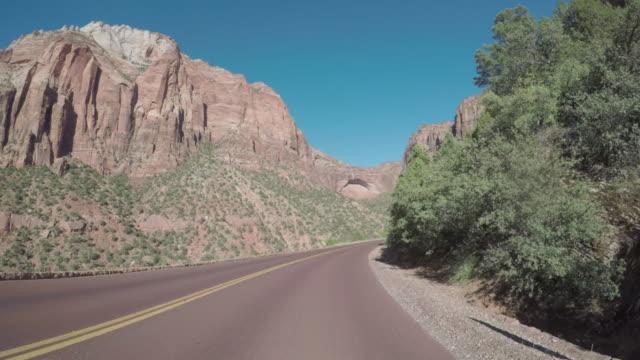 POV Auto fahren auf dem Zion Mountain Pass in den USA