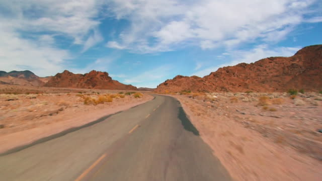 pov, car driving through death valley national park, nevada, usa - ドライブ旅行点の映像素材/bロール